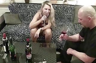 Geile MILF Nachbarin besoffen gemacht und gefickt.  xxx porn
