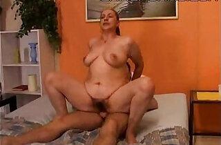 Mamma tettona con il figlio mom and son incesto.  xxx porn
