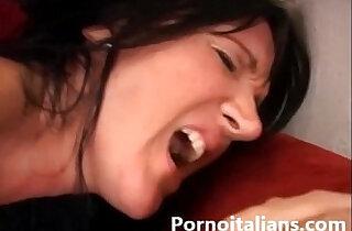 Mamma italiana scopata da ragazzo dal cazzo grosso Italian Milf ass fucked by guy.  xxx porn