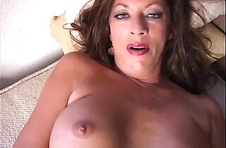 Sexy cougar strips and frigs her juicy pussy.  xxx porn