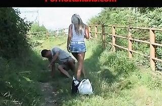 girl slut fucks bus stop ragazza troia scopa alla fermata del bus.  xxx porn